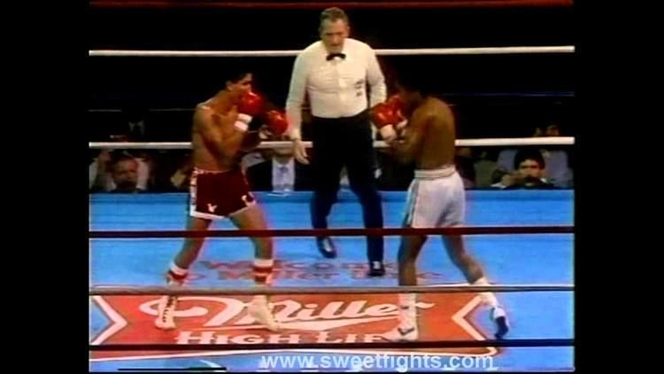 Lupe Pintor Wilfredo GOMEZ Lupe PINTOR BATTLE of ATTRITION brutal BOXING YouTube