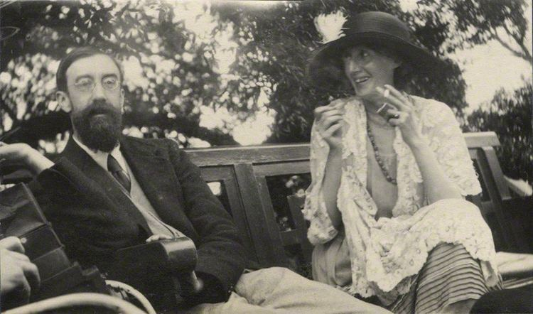 Lytton Strachey FileLytton Strachey and Virginia Woolf by Ottoline