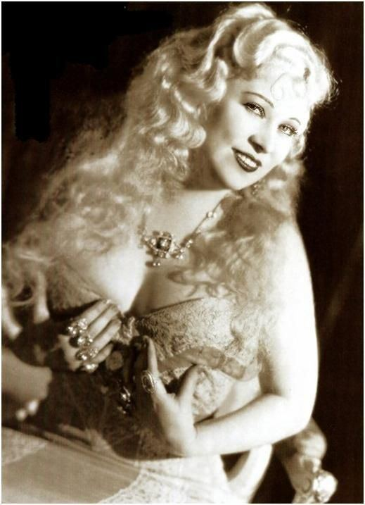 Mae West Best 25 Mae west movies ideas on Pinterest Mae west Jean harlow