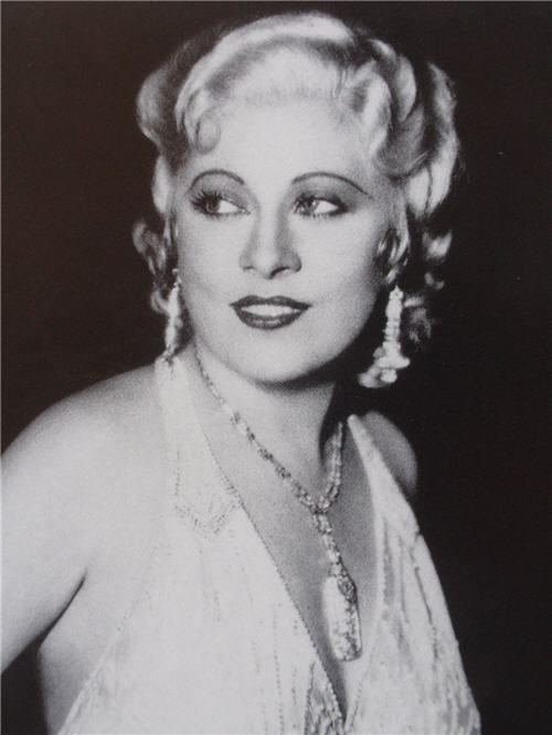 Mae West httpsuploadwikimediaorgwikipediacommonsff
