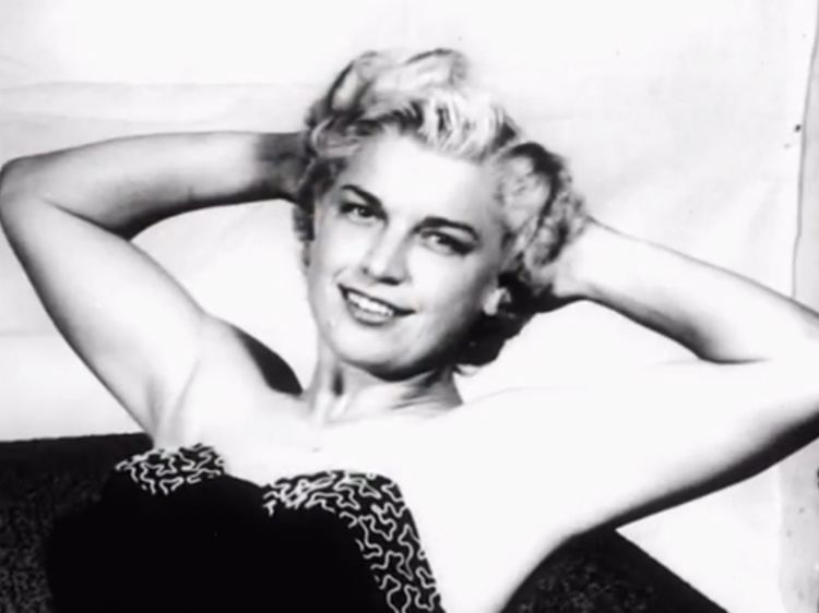 Mae Young Wrestling Fans Mourn Mae Young 90 A Pioneer Of The Ring Vermont