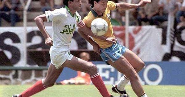 Mahmoud Guendouz Mahmoud Guendouz capitaine de lquipe nationale lors de la Coupe