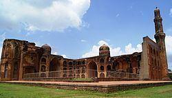 Mahmud Gawan Madrasa httpsuploadwikimediaorgwikipediacommonsthu