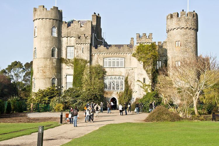 Malahide Castle & Howth Day Trip - Bus Tour - Book Now!