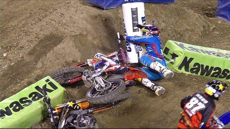 Malcolm Stewart (Supercross) Malcolm Stewart Wrecks Jason Anderson Anaheim III 2014