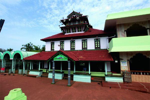 Malik Dinar Mosque Malik Dinar Mosque Kasargode Kerala Beach Travel The mosque is