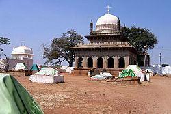 Mallik Rehan Tomb, Sira httpsuploadwikimediaorgwikipediacommonsthu