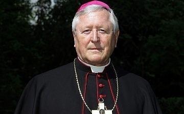 Manfred Melzer Papst nimmt Rcktritt von Weihbischof Melzer an domradiode