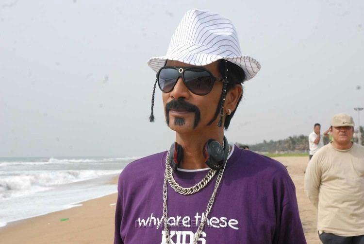 Manobala Manobala hits the campaign trail Kalakkal Cinema