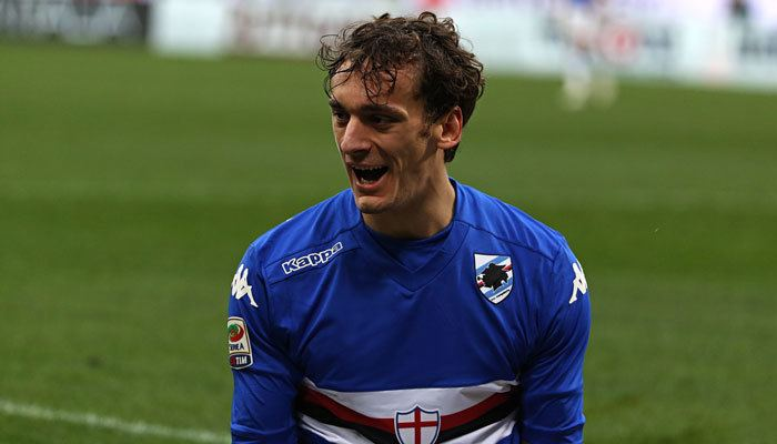 Manolo Gabbiadini Chaotic scenes as Napoli fans greet Manolo Gabbiadini at