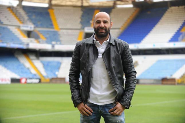 Manuel Pablo El Deportivo ofrece a Manuel Pablo seguir una temporada