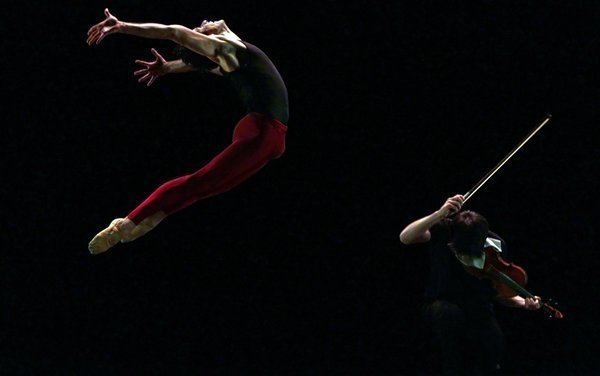 Marcelo Gomes (dancer) Marcelo Gomes Joins Cisne Negro at the Joyce Review