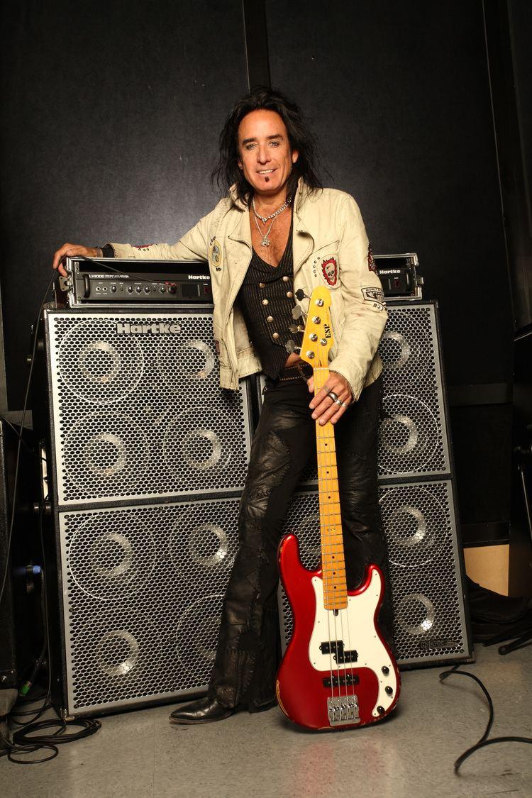 Marco Mendoza Rock Hero Marco Mendoza joins Reunion Blues