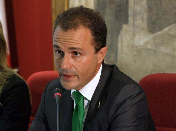 Marco Reguzzoni Dimissioni dimissioni Lega scatenata in aula contro