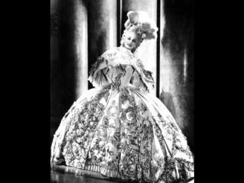 Marie Antoinette (1938 film) Marie Antoinette 1938 Costumes YouTube