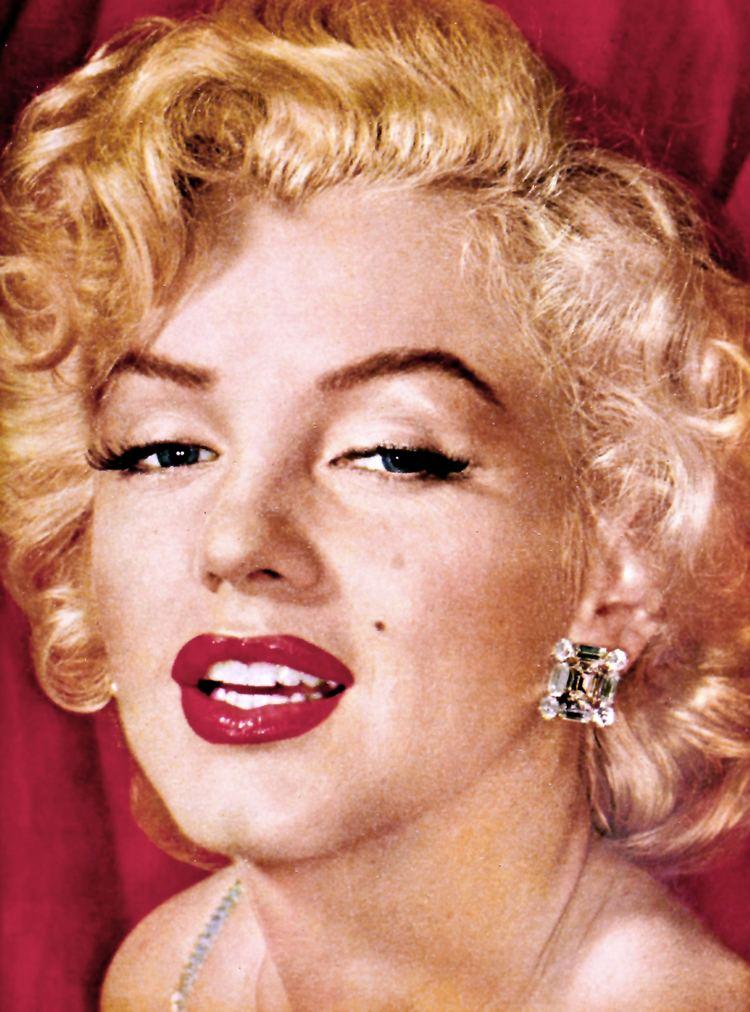 Marilyn Monroe httpsuploadwikimediaorgwikipediacommons88