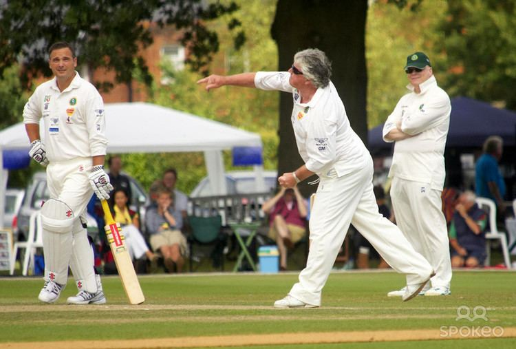 Mark Ealham (Cricketer) playing cricket