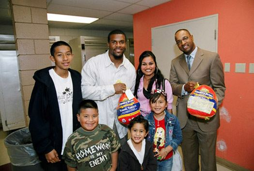 Marlon McCree NHA hands out Thanksgiving turkeys with San Diego Chargers