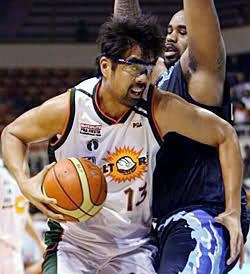 Marlou Aquino KKS Pilipinas Basketball 247 December 2010