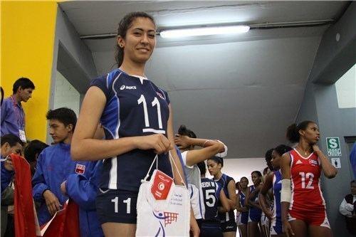 Maroua Boughanmi Tunisia captain Maroua Boughanmi with her team gift for Cuba