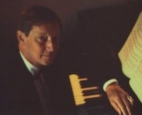 Martin Jones (pianist) Martin Jones Piano Short Biography