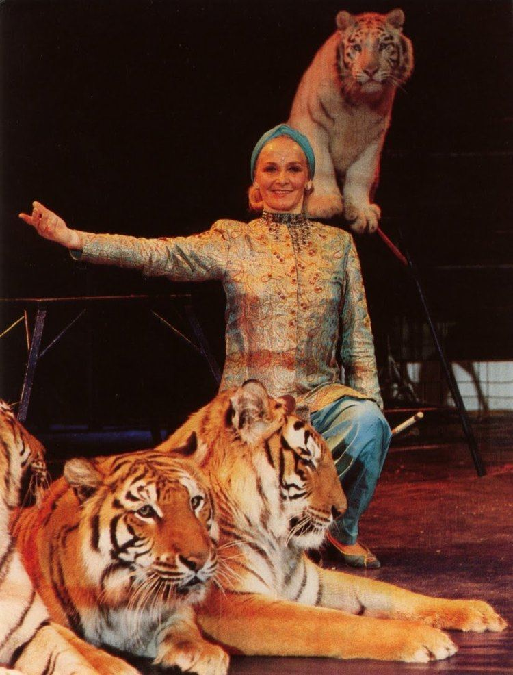 Mary Chipperfield A friend of the Circus Mary Chipperfields Tigers Knie 1993
