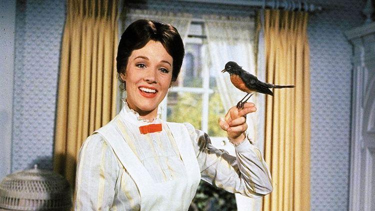 Mary Poppins Emily Blunt 39Hamilton39s39 LinManuel Miranda to fly high in 39Mary