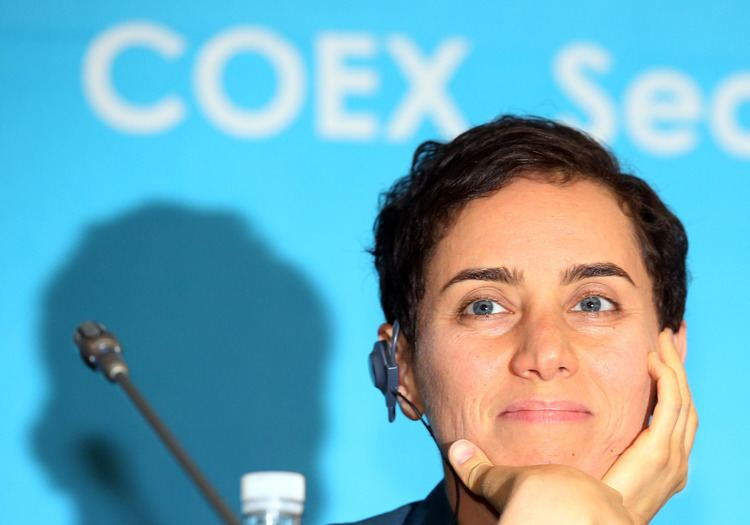 Maryam Mirzakhani Iranianborn Stanford professor becomes the first woman to