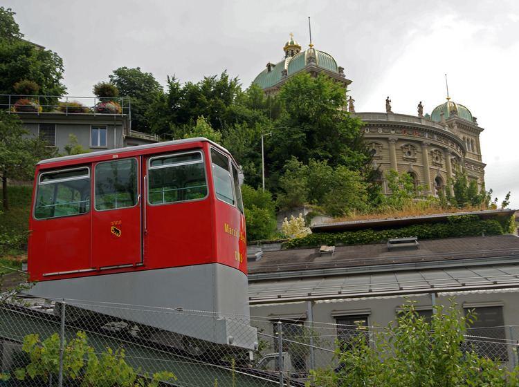 Marzilibahn funicular FileMarzilibahn 2010 Wagen vor Bundeshausjpg Wikimedia Commons