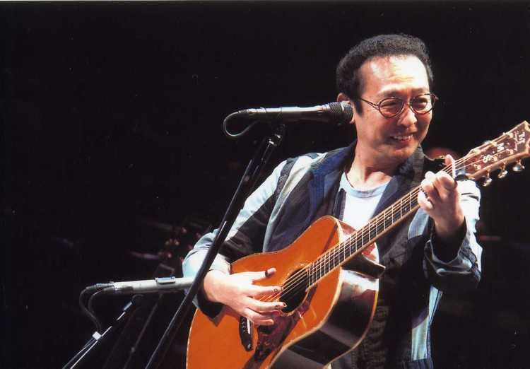 Masashi Sada 100 audiences in the oldpeople39s home enjoyed performance