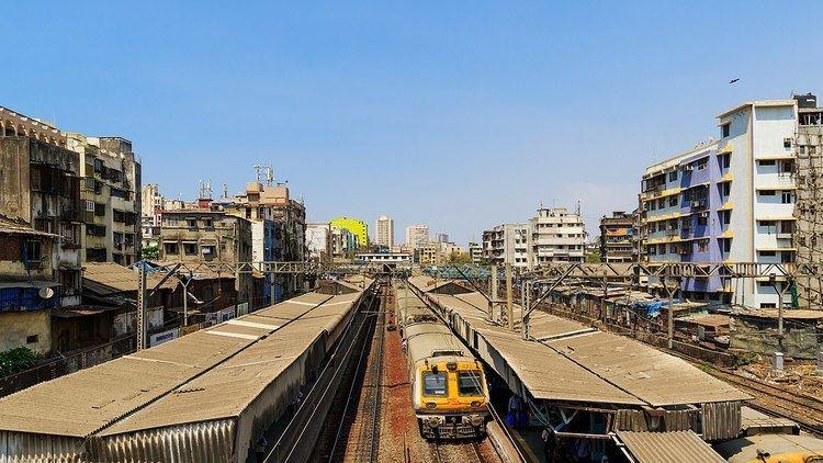 Masjid railway station