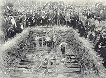 Mass grave httpsuploadwikimediaorgwikipediacommonsthu