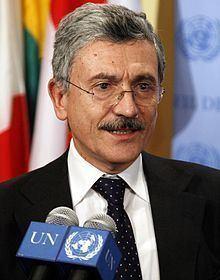 Massimo D'Alema httpsuploadwikimediaorgwikipediacommonsthu