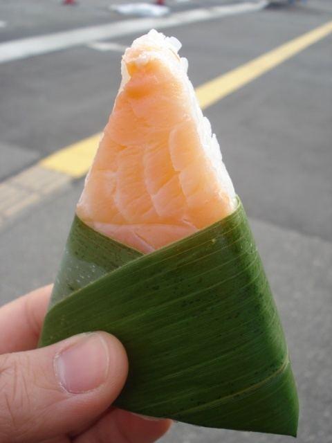 Masuzushi Masuzushi Masu Pink Trout Sushi wrapped with Sasa Bamboo Leaves