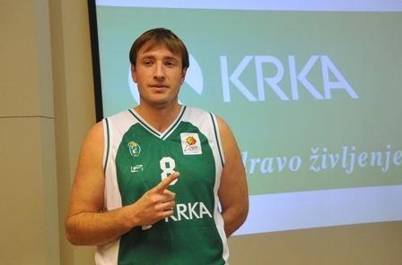 Matjaž Smodiš Koarkarska zveza Slovenije Matja Smodi se vraa v dres novomeke