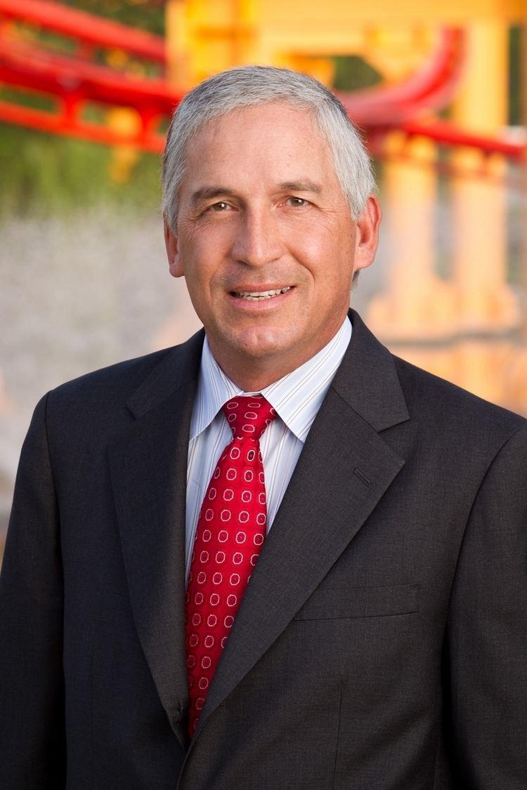 Matt Ouimet Cedar Fair LP extends employment agreement of CEO Matthew