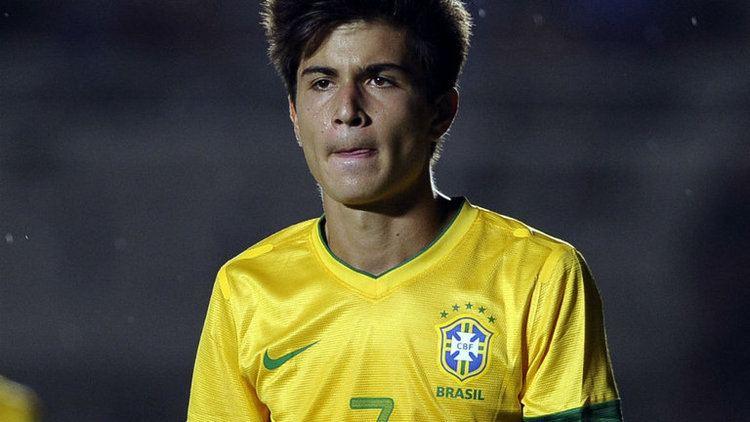 Mattheus Oliveira Bebetos son Mattheus Oliveira is close to completing a switch to
