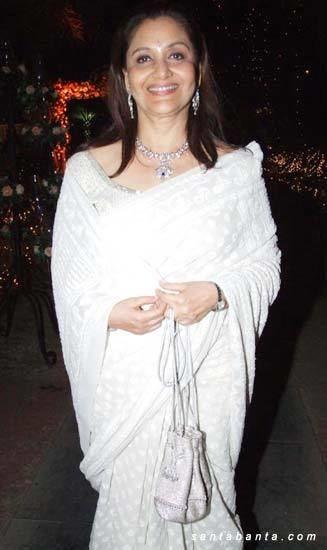 Maya Alagh Riddhima Wedding Maya Alagh at Riddhimas marriage