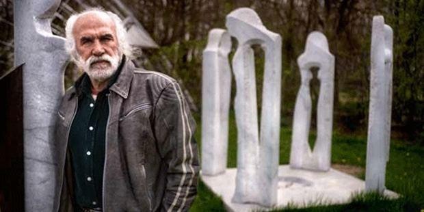 Mehmet Aksoy Mehmet Aksoy 12 Eyllden bugne heykelleri yklan adam