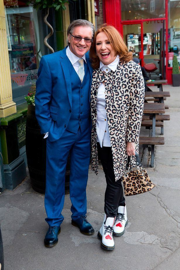 Melanie Hill Coronation Street star Melanie Hill gets married at pub in mod