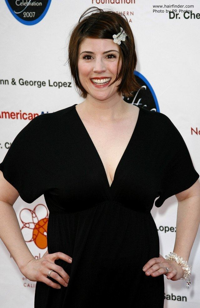 Melanie Paxson Melanie Paxson Victoria Recano fashionably cut hair