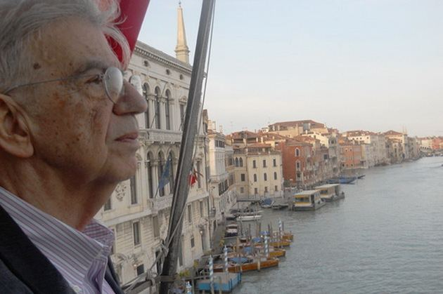 Menis Koumandareas Celebrul scriitor grec Menis Koumandareas a fost asasinat