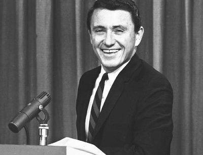 Merv Griffin Merv Griffin Dies at Age 82