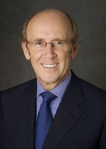 Mervyn Davies, Baron Davies of Abersoch httpsuploadwikimediaorgwikipediacommonsthu