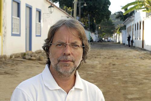 Mia Couto Mia Couto ProfessorBilogoPoeta e Escritor Moambicano Revista