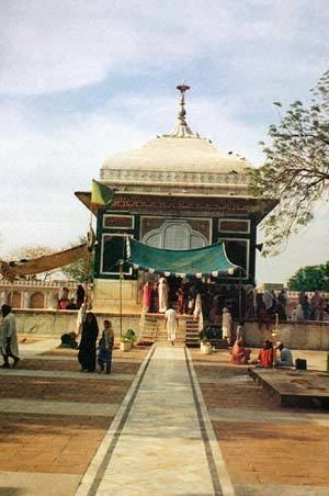 Mian Mir Mazar Sain Mian Mir ji at Lahore Gurudwaras in Pakistan Gateway