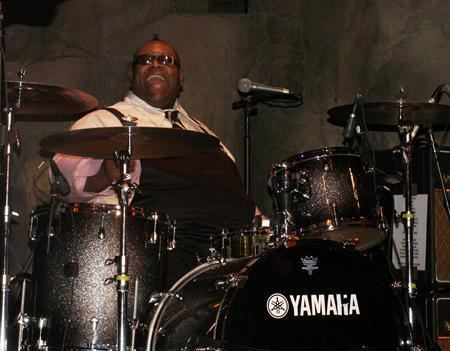 Michael Bland Worldrenowned drummer Michael Bland leads drum clinic