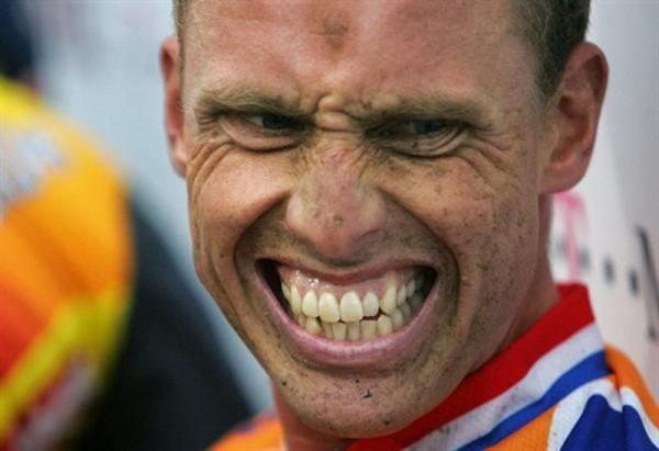 Michael Boogerd Boogerd claims Camenzind owes him for 1998 Lombardia win