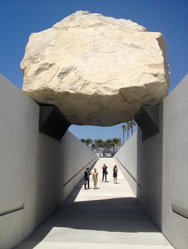 Michael Heizer Land Art reconsidered