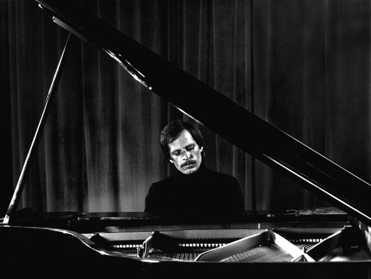 Michael Houstoun Dr Michael HOUSTOUN pianist photo David ROBERTS photos